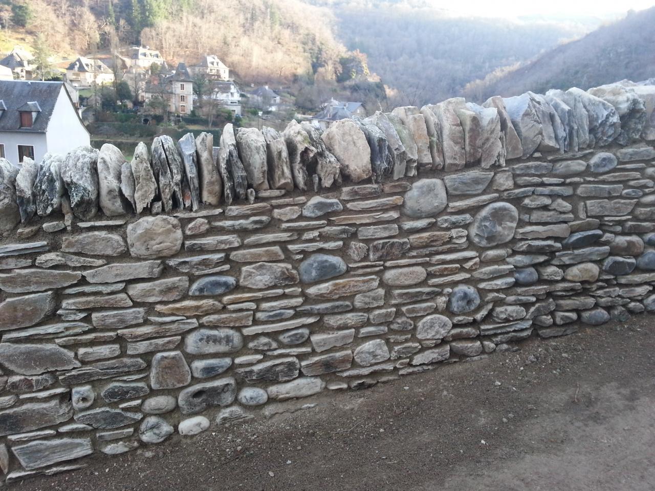 Détail sur maçonnerie pierre de pays